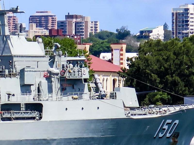HMAS Anzac (FFH 150) 4