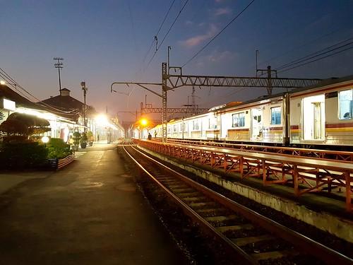 Stasiun Manggarai tanggal 14/9/2017 pukul 05:22 WIB. | by array064