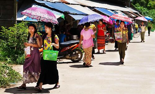burmese maesot moieriver myanmar rimmoie seasia thaimyanmarfriendshipbridge thailand thanaka umbrella asia asian asianmarket umbrellas tambonthasailuat tak th