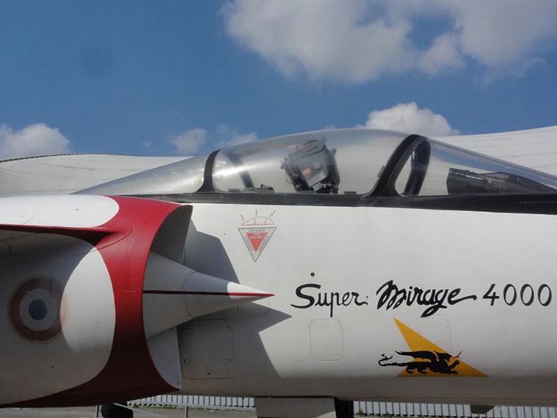 Dassault Mirage 4000 5