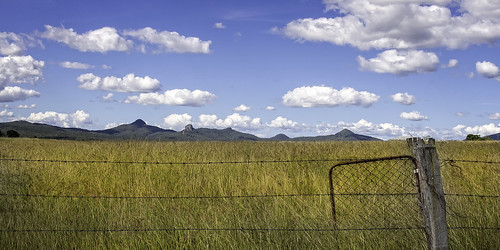 landscape pano panorama mountains peaks peakcrossing scenicrim longgrass paddock fence clouds nikond610 nikon2401200mmf40