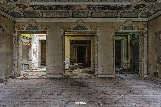 Abandoned manor IT-4