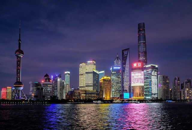El skyline de Shanghai en la noche.