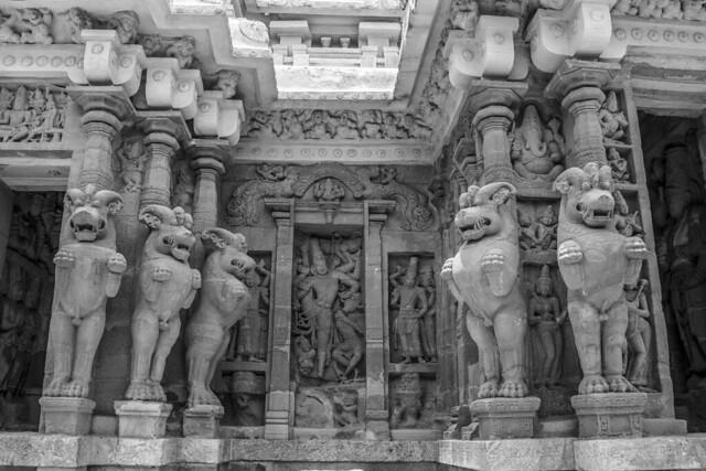 Sculptures in Kailasanathar Temple
