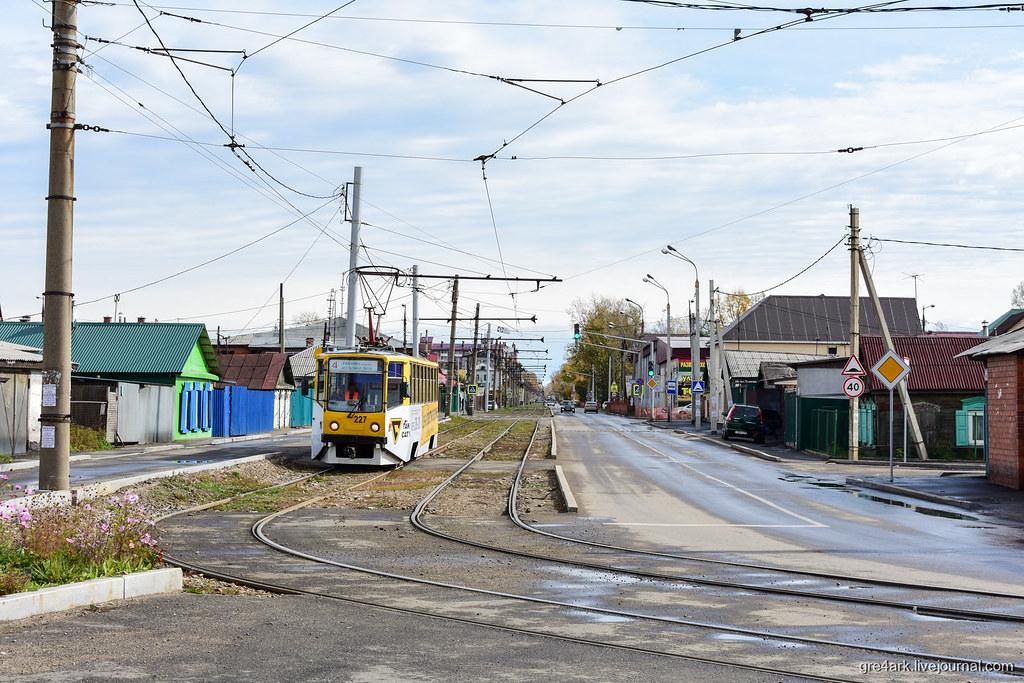 бывший московский трамвай на улицах Иркутска