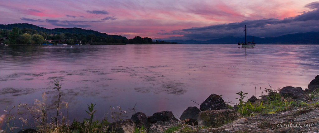 Coucher De Soleil Sur Le Lac De Neuchâtel Switzerland Flickr