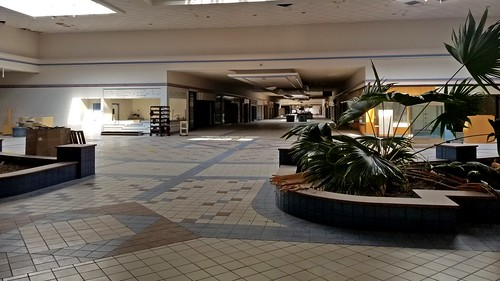 schuminweb ben schumin web july 2017 maryland md frederick county towne mall town closed dead malls retail retailers retailer retailing shopping center centers vacant abandoned abandon abandonment empty closing vacated redevelop redevelopment development