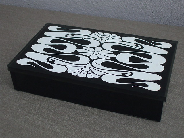 Vintage 1960's 70's Black & White Pop Art Style Plastic Lidded Box