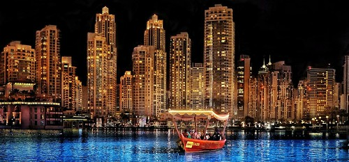 dubai burj burjkhalifa lake boat skyscraper skyline dusk downtowndubai water dream bluedream unitedarabemirates