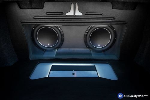 "(2) 12"" JL Audio W6 V3 powered with JL Audio XD 1000/1 V2 