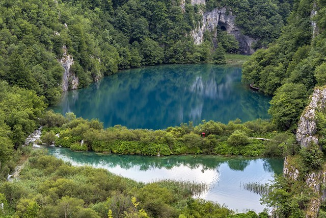 *Lower Plitvice Lakes @ the red umbrella*