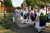 Ein Höhepunkt des Dorffestes bildet der Umzug der Trachtenpaare