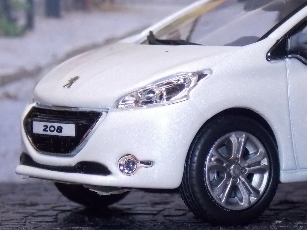 Peugeot 208 5P - 2012