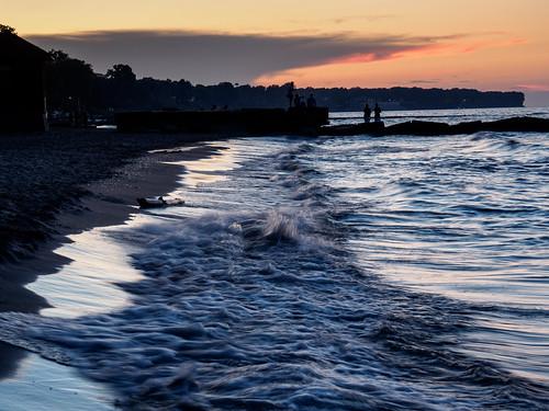 clevelandmetropark huntingtonreservation beach sunset lakeerie bayvillage ohio unitedstates us