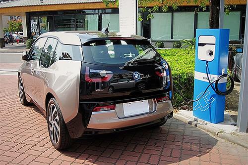 圖04.臺灣BMW總代理汎德公司宣布,2014年年底開始,全臺灣BMW i車主都可以免費使用設置於BMW服務據點的充電站。