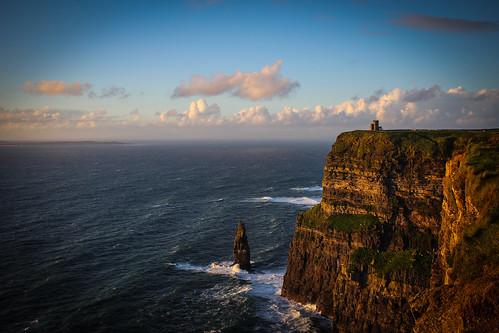 éire ireland irlanda cliffs moher landmark landscape panorama scogliere clouds nuvole ocean oceano sea mare tower castle castello torre brien waves onde foam schiuma