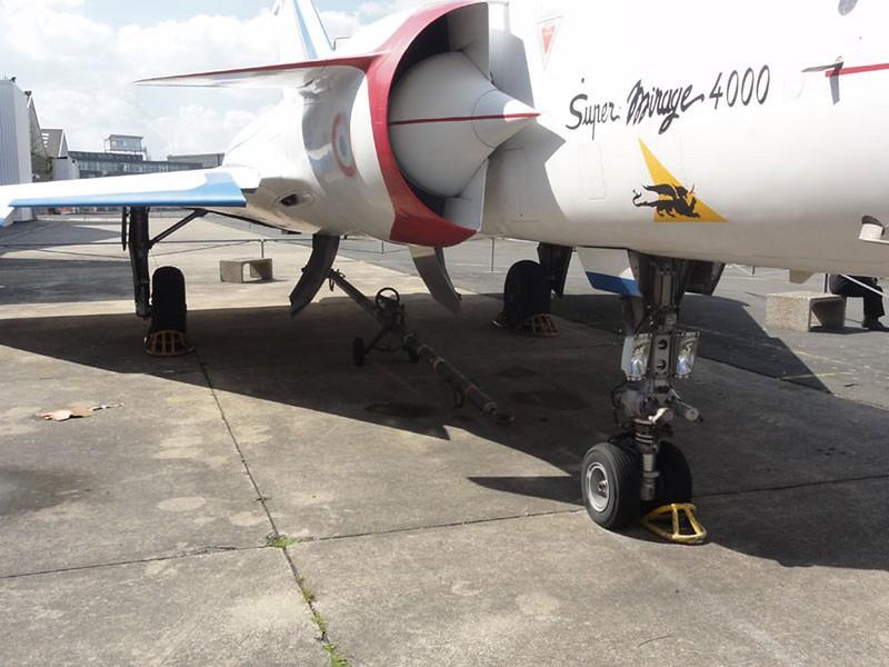 Dassault Mirage 4000 3