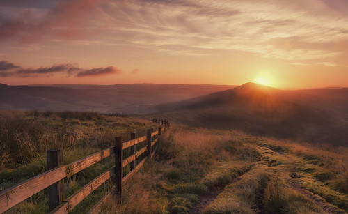 mamtor derbyshire peakdistrict thegreatridge ridge leadingline landscapephotography landscapes losehill sunrise summit lensflare england greatbritain uk iconicviews edale hopevalley nikon18105mm nikond7100