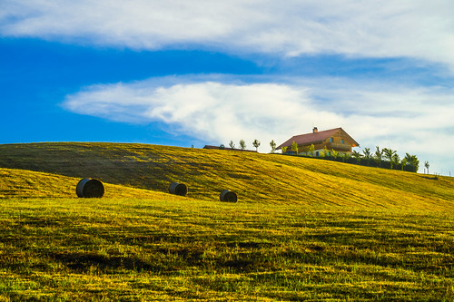 sony alpha a58 55300mm landscape house hill grass pasture bales sky clouds cloudy colorful simple top beautiful uppony hungary travel trip