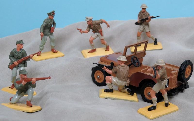 Toy soldiers, cowboys, indians, space men etc - Page 3 36450663033_b7c47909b6_c