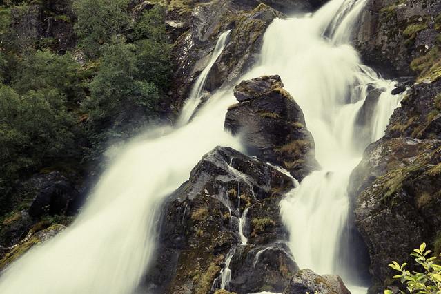 Wasserfall Richtung Briksdalsbreen