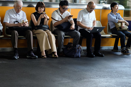 A book, a smartphone, a laptop, or nothing. Walk in Shimbashi JRC 20170914 | by Rick Cogley