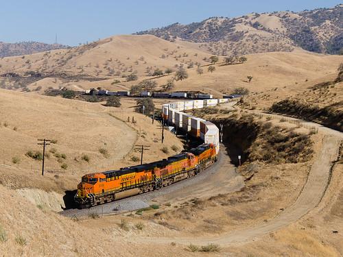 california ca usa up america train us unitedstates diesel railway zug unionpacific locomotive ge bahn tehachapi bnsf caliente allard vlak lokomotiva 8189 5456 7028 c449w kalifornie železnice es44c4 spojenéstáty motorová mojavesub
