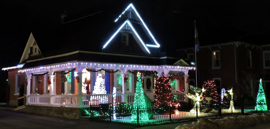 Christmas Lights On Houses Pictures.Old Houses With Christmas Lights Belleville Ontario