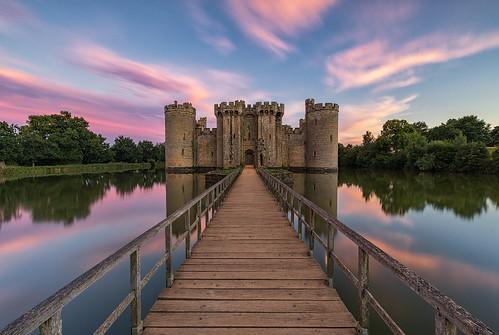 bodiamcastle castle eastsussex robertsbridge moat sunset colours sky pink blue drawbridge walkway landscape melvinnicholsonphotography