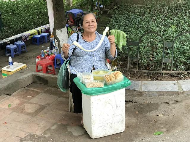 Old lady candy_Hanoi_IMG_1833