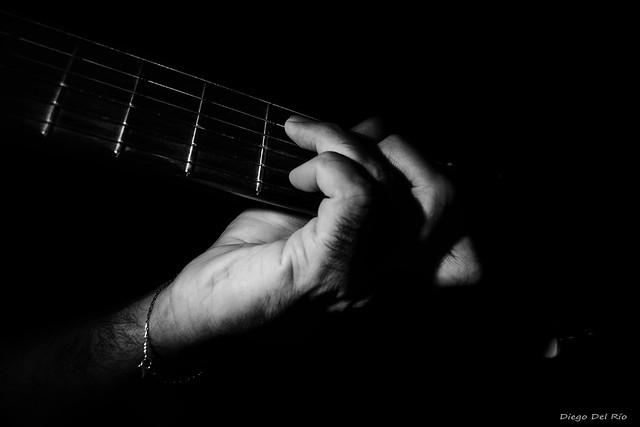 Music in Darkness / Música en la oscuridad