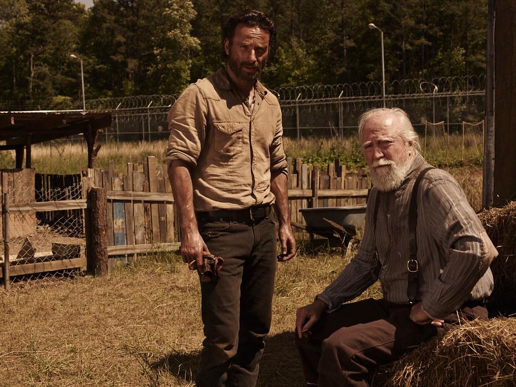 Andrew Lincoln como Rick Grimes e Scott Wilson como Hershe ...