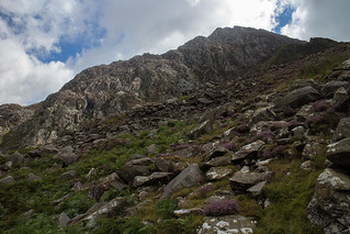 Tryfan rearing up at the start of the walk | by johnkaysleftleg