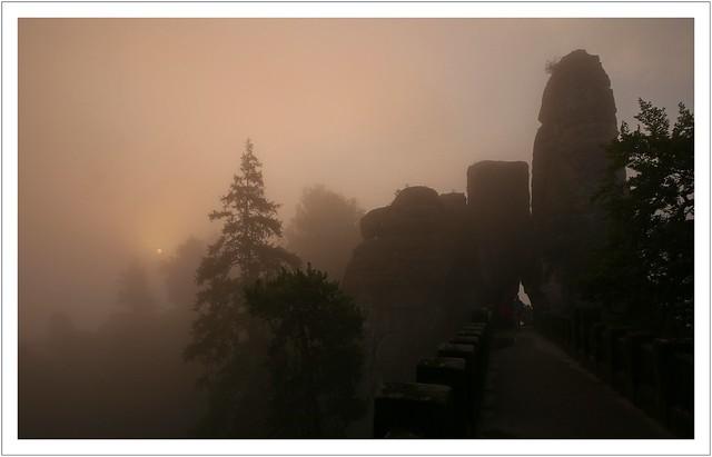 Nebelmorgen am Neurathener Felsentor (#explore)