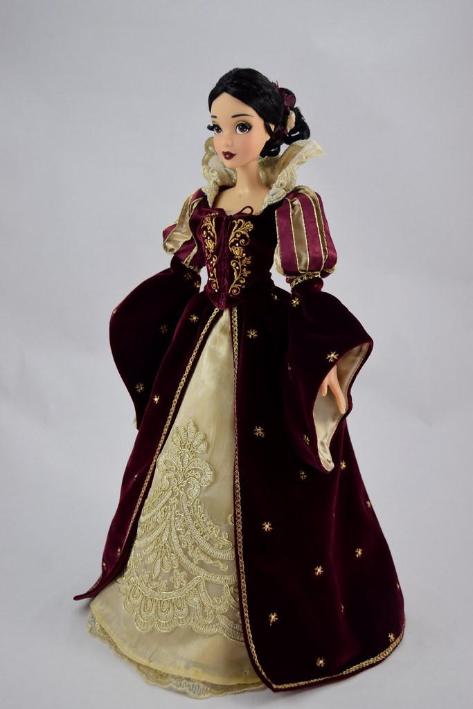 2017 Snow White And Prince Collector Doll Set Disney Sto