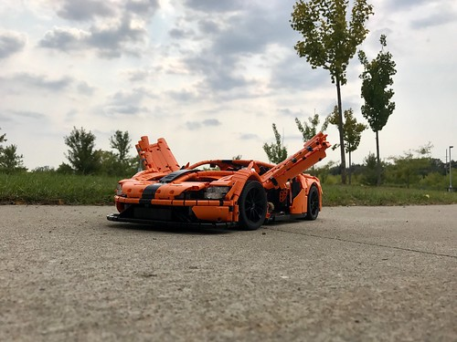 Ford GT - motorized butterfly doors   by loxlego