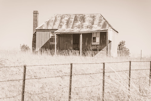 tin corrugated iron landscape orangensw australia rust rural orange centralwest nsw monochrome centralwestnsw house rusty chimney newsouthwales farmhouse countryside old