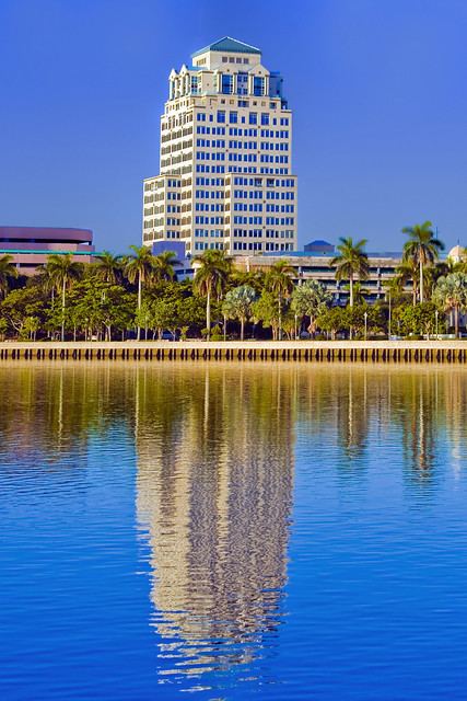 Esperanté Corporate Center, 222 Lakeview Avenue, West Palm Beach, Florida, USA / Built: 1989 / Architects: RTKL Associates Inc. + Gensler Architects / Floors: 21 / Height: 278.87 ft / Building Usage: Commercial Office / Architectural style: Postmodernism