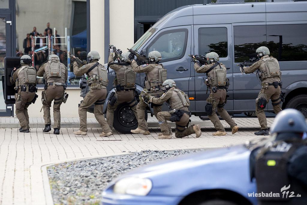 SEK-Übung Frankfurt 08.09.17 | Einsatzkr‰fte der Polizei sim… | Flickr