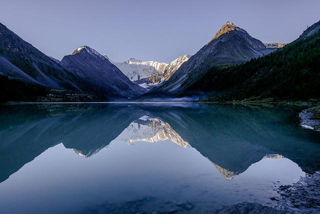Blue morning at Akkem lake