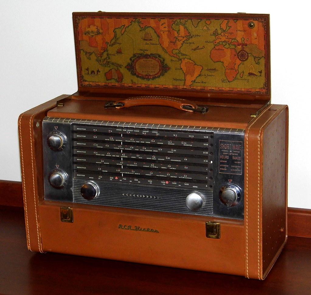 Vintage RCA Victor Strato-World Portable Radio, Model 3-BX