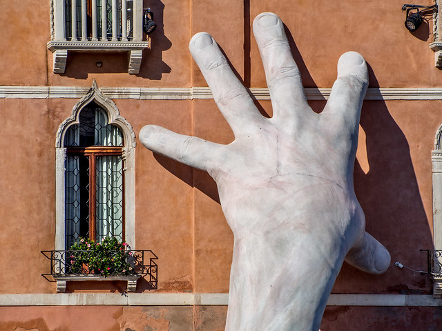 Gripping The Building, Venice