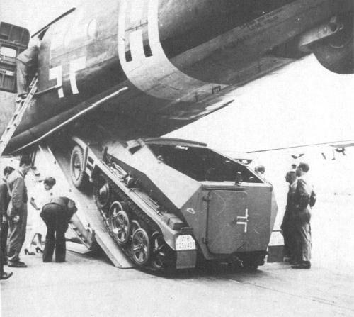Sd.Kfz 250 en Junkers Ju-90