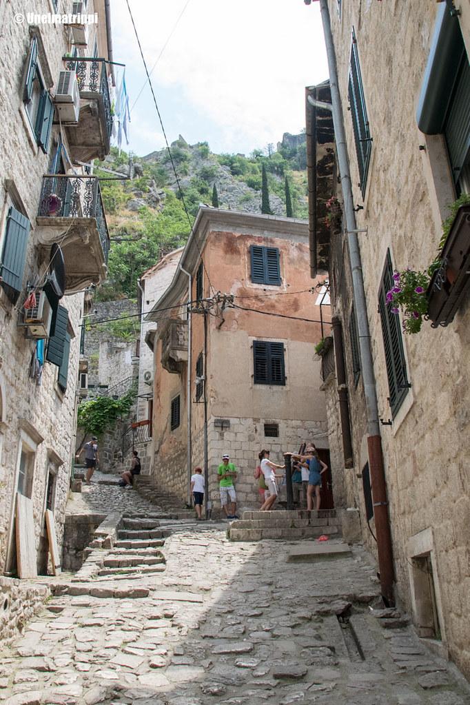 Kapea katu Kotorin vanhassakaupungissa