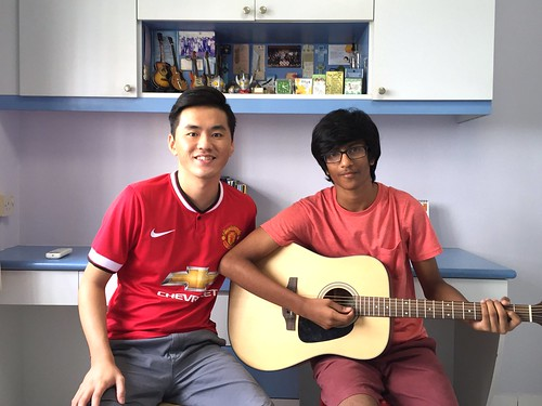 Beginner guitar lessons Singapore Bharat