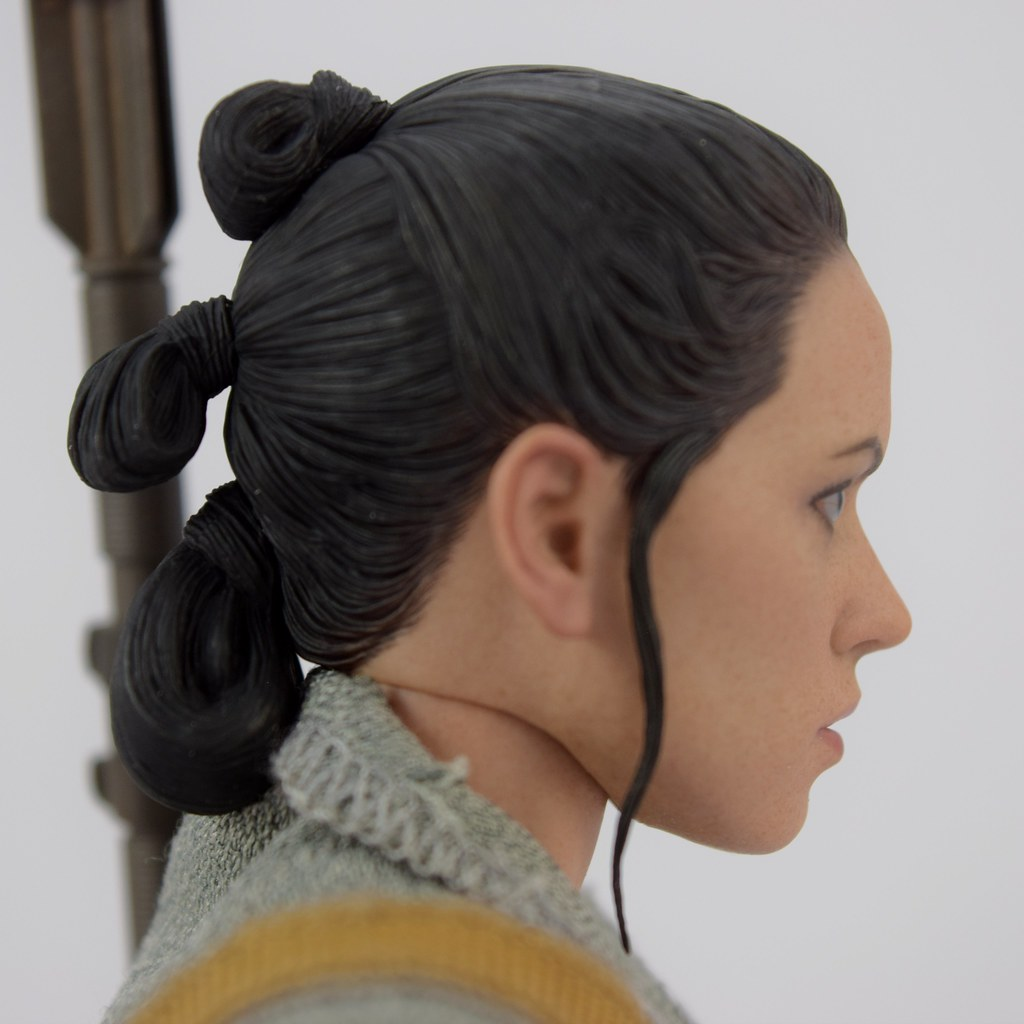 Hot Toys Rey Resistance Outfit Sixth Scale Action Figure