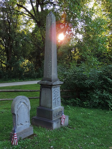 flag american usa memorial marker grave tombstone graveyard cemetery evening sunset sunshine greatalleghenypassage alleghenycounty dravo