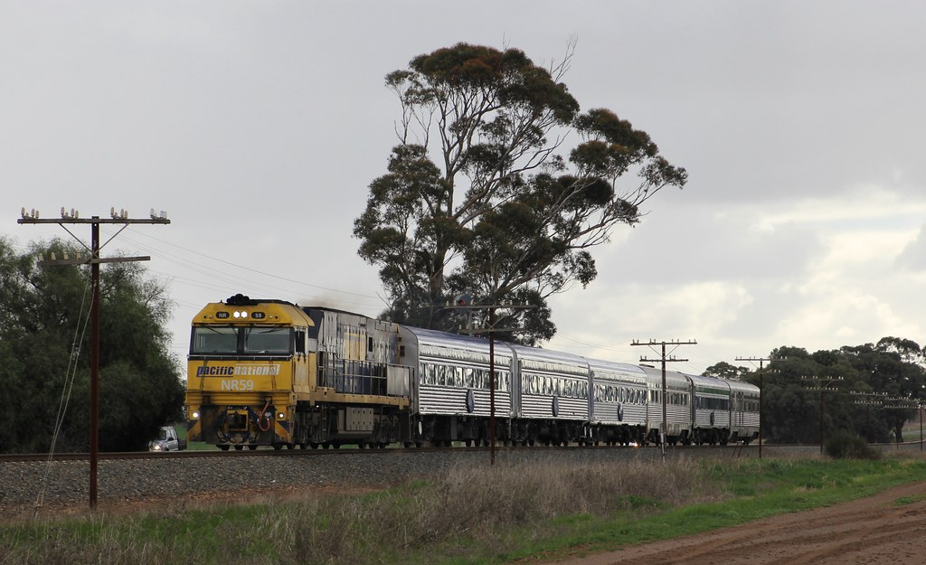 NR59 speeds The Overland on the approach to Horsham by bukk05