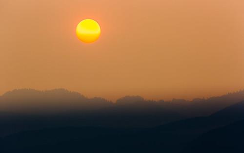sunrise smoke morning landscape haze washington pacificnorthwest canoneos5dmarkiii canonef100400mmf4556lisusm trees wildfiresmoke sun johnwestrock wallpaper background