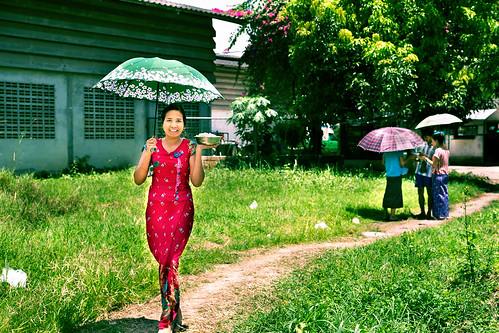 burmese maesot moieriver myanmar rimmoie seasia thaimyanmarfriendshipbridge thailand thanaka umbrella asia asian asianmarket tambonthasailuat tak th
